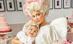 Kylie Jenner và con gái Stormi 'ton sur ton'