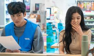 Kim Yoo Jung sang chảnh bên Ji Chang Wook 'héo úa'