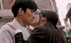 Backstreet Rookie: Kim Yoo Jung gây tranh cãi vì 'cưỡng hôn' Ji Chang Wook