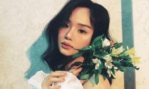 Fan bối rối ngắm vẻ nữ tính của Miu Lê