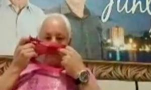 Chính trị gia Brazil ngửi quần lót phụ nữ trong buổi họp online