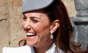 Ba mẫu khuyên tai được Công nương Kate 'dùng đi dùng lại'