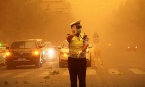 Bão cát biến thành phố Trung Quốc thành 'màu cam'
