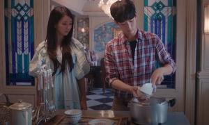 'Điên thì có sao': Kim Soo Hyun về chung nhà với 'điên nữ' Seo Ye Ji