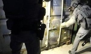 Phát hiện phòng tra tấn bí mật trong nhiều container