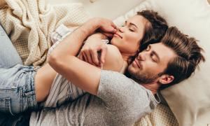 Ngủ ngon giấc hơn nếu ngửi mùi của người yêu