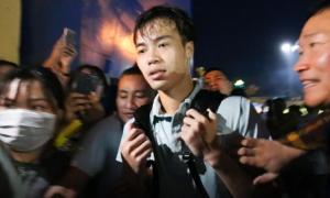 CĐV vây kín Xuân Trường, Văn Toàn sau trận đấu