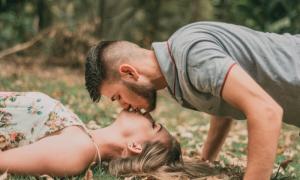 8 tư thế hôn môi cực thú vị