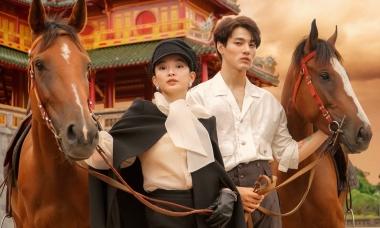 Kaity Nguyễn cưỡi ngựa chụp ảnh cùng 'trai lạ'