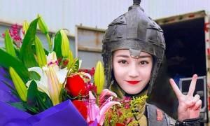 Địch Lệ Nhiệt Ba mặc áo giáp, tươi tắn mừng 'Trường ca hành' đóng máy
