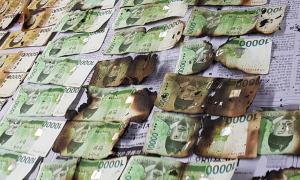 Người Hàn Quốc nướng tiền để khử nCoV