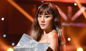Văn Mai Hương bị chỉ trích 'hát không xin phép'