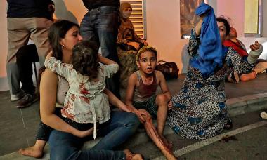 Khoảnh khắc giải cứu nạn nhân khỏi vụ nổ Beirut