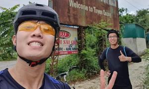 Xuân Trường đạp xe hơn trăm cây số về quê