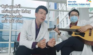 Bác sĩ hát 'Hoa nở không màu' phiên bản chống Covid-19