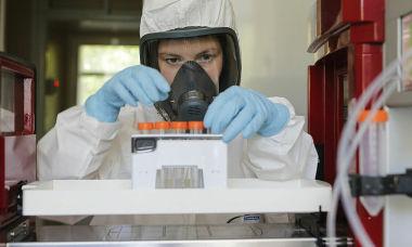 Cận cảnh quá trình điều chế vaccine Covid-19 đầu tiên ở Nga