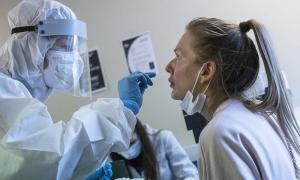 Bác sĩ Nga thận trọng với vaccine Sputnik V