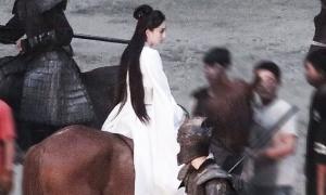 Dương Mịch nữ tính bất ngờ trên phim trường 'Hộc Châu phu nhân'