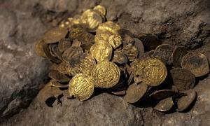 Đào được kho báu hơn 1.000 năm tuổi