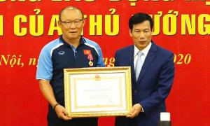 HLV Park Hang-seo nhận Huân chương Lao động hạng Nhì