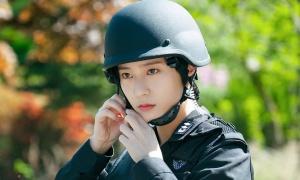 Krystal lộ tạo hình quân nhân cực 'điển trai' trong phim mới