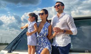 Vợ chồng Hà Anh thuê du thuyền mở tiệc đãi bạn bè