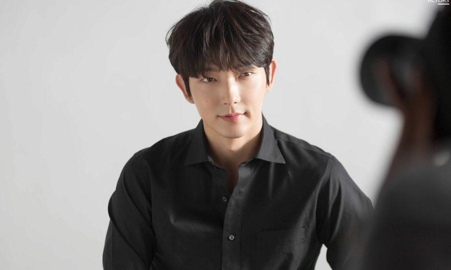 Lee Jun Ki lên hot search vì ngoại hình như 'ma cà rồng' trẻ mãi không già