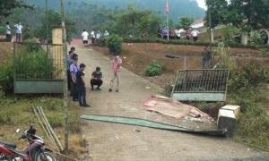 Sập cổng trường tiểu học, 3 học sinh tử vong
