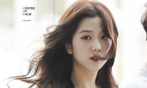 Những khoảnh khắc Ji Soo được ví 'nữ chính phim lãng mạn' tại sân bay