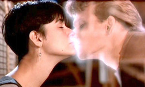 Cảnh hôn kinh điển này trong phim nào?