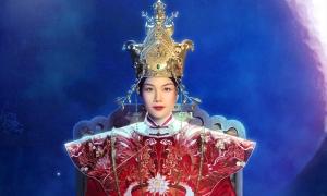 Tạo hình quyền uy của Thanh Hằng trong vai Thái hậu Dương Vân Nga