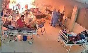 Khoảnh khắc kinh hoàng: Máy thở của bệnh nhân Covid-19 bốc cháy