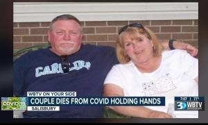 Cặp vợ chồng 48 năm nắm tay nhau cùng qua đời vì Covid-19