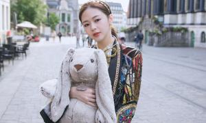 Liz Kim Cương ôm gấu đi khắp châu Âu vì cô đơn trong MV mới