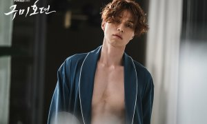 'Hồ ly tinh' Lee Dong Wook khoe cơ bụng trong phim mới