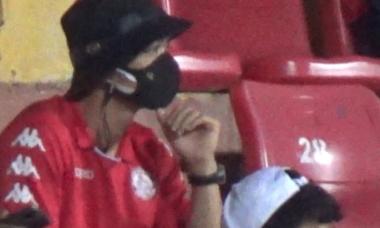 Công Phượng bất lực nhìn đồng đội thảm bại trước CLB Hà Nội