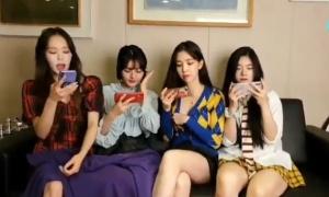 Nhóm nữ xứ Hàn bị ép hở chân khi livestream