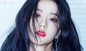 Sau 4 năm Ji Soo mới được tô son đỏ trong ảnh teaser comeback