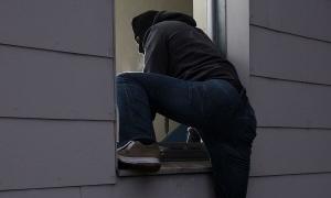 Nam sinh lớp 8 lẻn vào nhà dân lấy trộm hơn 80 triệu đồng