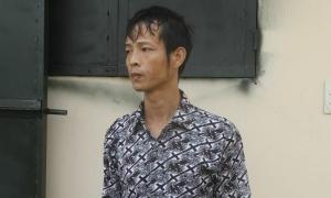 Bố bắt con cởi quần áo đứng nắng, đánh bằng điếu cày
