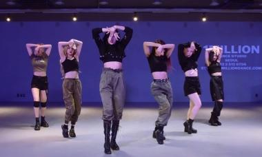 Everglow khoe eo thon sexy trong video vũ đạo 'La Di Da'