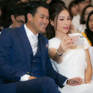 Linh Rin diện cây đồ tiền tỷ đi xem thời trang cùng Phillip Nguyễn