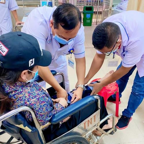 Nhật Kim Anh nhập viện sau khi ngã trong nhà tắm