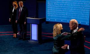Hành động trái ngược của phu nhân nhà Trump và Biden sau tranh luận