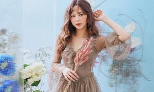 Liz Kim Cương mong manh như 'nàng thơ' giữa vườn hoa