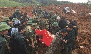 Báo Anh: Lở đất vùi lấp 22 người là 'tổn thất quân sự lớn nhất của Việt Nam thời bình'