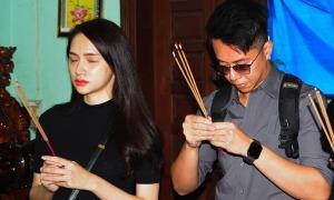 Hương Giang - Matt Liu viếng chiến sĩ hy sinh ở Rào Trăng 3