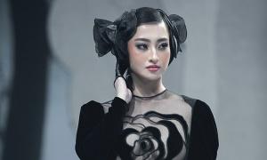 Hà Linh Thư lăng-xê chất liệu nhung