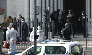 Bắt nghi phạm đâm chết 3 người ở nhà thờ Pháp