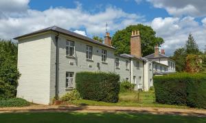 Nhà Meghan giao tư dinh ở Anh cho công chúa Eugenie
